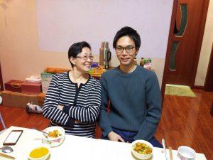 30日の夕食時の記念写真②